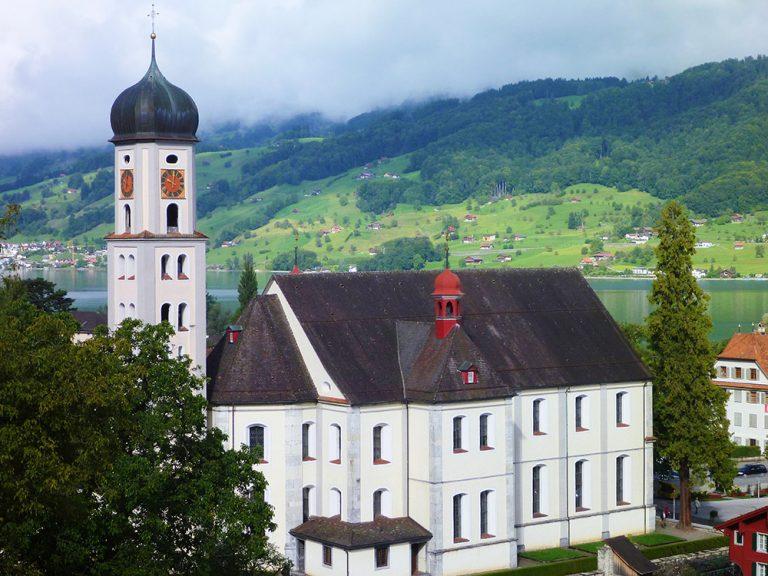 Blick zurück auf die Pfarrkirche Sachseln, wo die Landeswallfahrt jeweils beginnt.